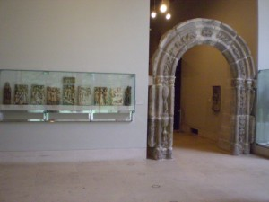 צילם אברהם ברוק - שערי אבן ופסלים