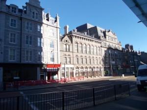 בנין מול תחנת הרכבת