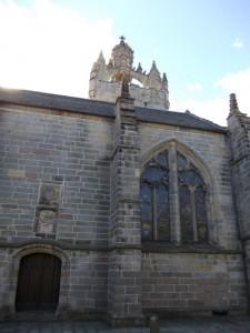 כנסיה עם מגדל מענין