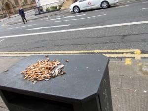 ככה מכבים סיגריות בגלזגו