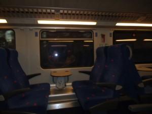 ברכבת ריקה לבדנו בקרון