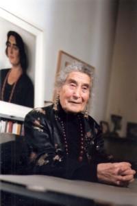 הדודה רבא בפ' דה יונג-כהן וברקע התמונה שלה מ1934