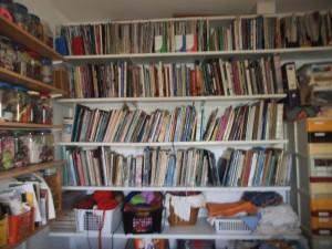 ספריה ובה  רק אמנות הסיבים ומלאכת מחשבת