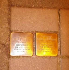 'אבני נגף' לזכר דודיי,  ישראל כהן אחי סבי  ובטסי כהן- קלירמאקר אחות סבתי שנרצחו.  צילום הנין שלהם ראובן סטקלנבורך