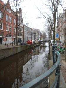 תעלה נחמדה ביום סגרירי אופיני לאמסטרדם