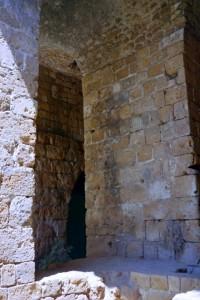 ליד הכניסה הדרומית של עכו