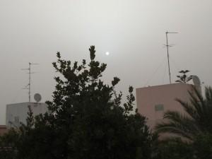 השמש נראית כמו ירח בזמן הסערה