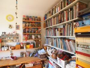 ספריה מסודרת וגם קופסאות ה'פריטונים'