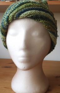 כובע ירוק מתחלף מקדימה