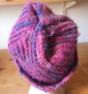 כובע צמר בסגול מתחלף מבט מלמעלה סרוג כמו הירוק בצורת טרפז