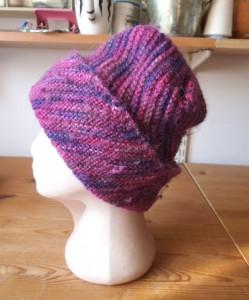 כובע סגול מתחלף מהצד